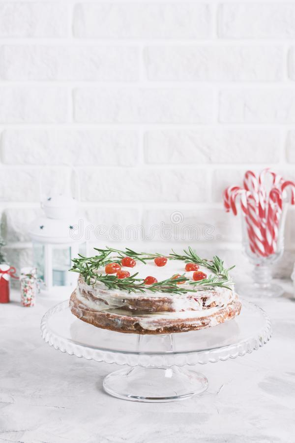 Boże Narodzenia zasychają na szkło stojaku dekorującym z rozmaryn suszącym berr fotografia stock