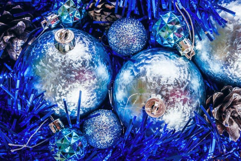 Boże Narodzenie błękitny błyszczące piłki zdjęcie royalty free