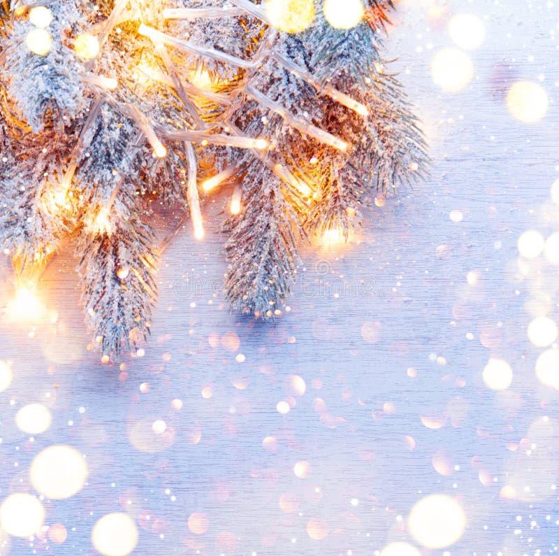 Boże Narodzenie dekorujący wakacyjny drzewo nad białym tłem fotografia royalty free