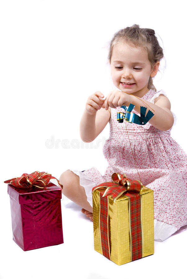 boże narodzenie dziewczyna jej otwarte teraźniejszość zdjęcie royalty free