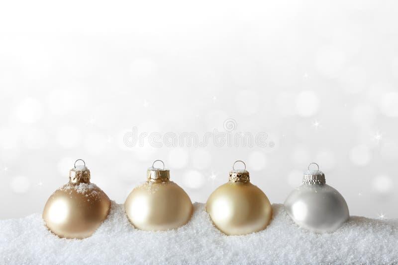 Boże Narodzenie ornamentów śnieżny złocisty biel obrazy stock