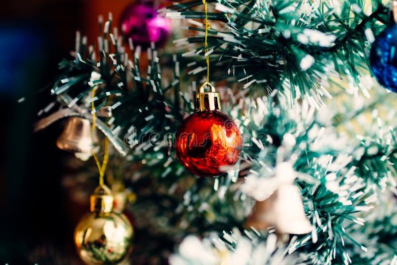 Boże Narodzenie ornamentów dekoracji drzewna selekcyjna ostrość zdjęcie royalty free