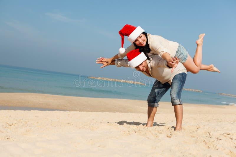 Boże Narodzenie para na plaży obraz stock