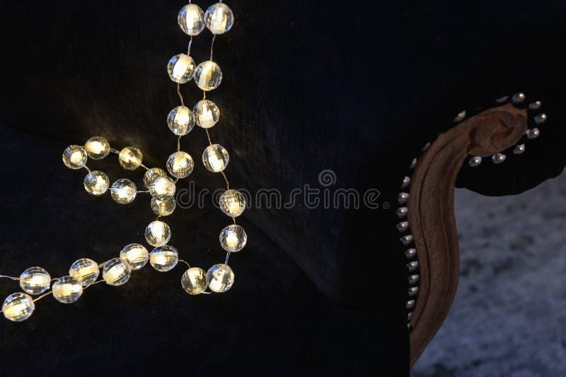 boże narodzenie romantyczna dekoracja z srebnymi piłkami i lekkim shinin zdjęcia stock