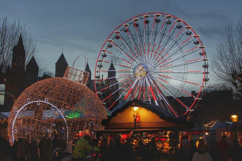 Boże Narodzenie rynek przy Vrijthof w Maastricht fotografia royalty free