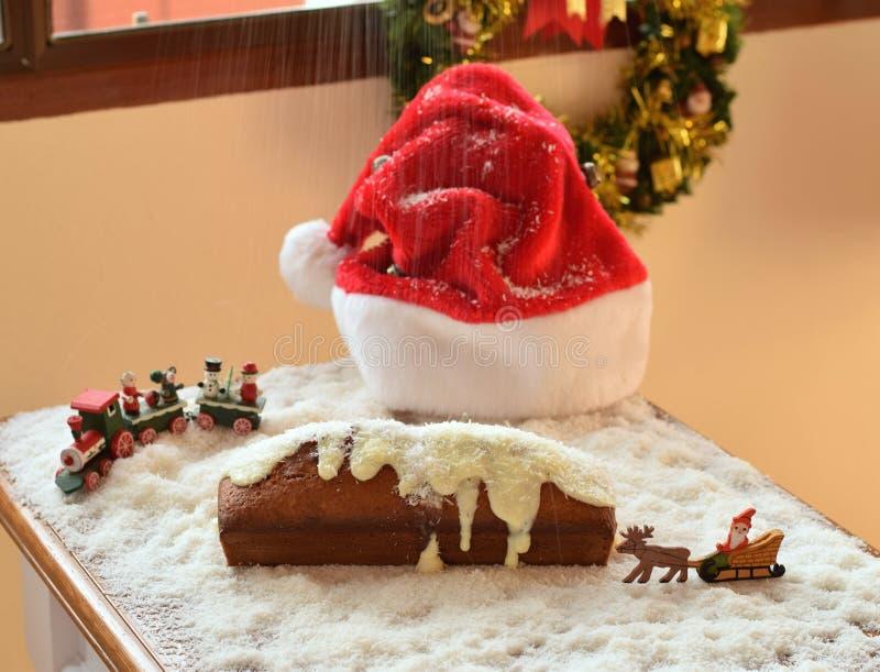 Boże Narodzenie tort z spada śniegiem zdjęcia royalty free