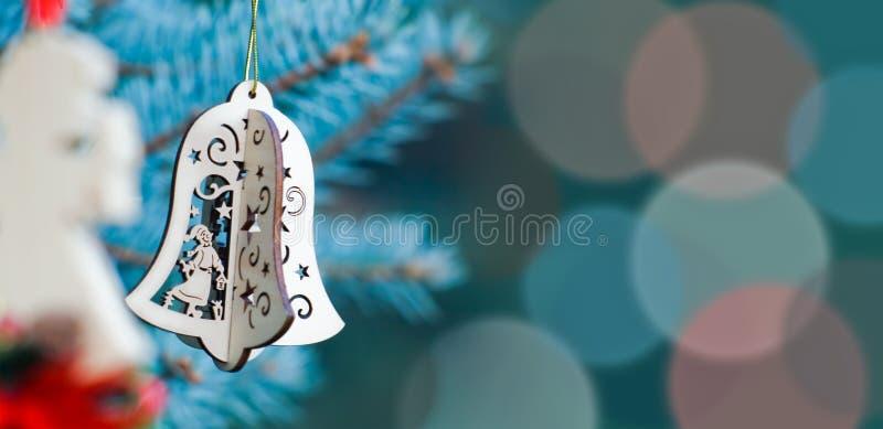 Bożenarodzeniowa dekoracja anioł i bożenarodzeniowy dzwon obraz stock