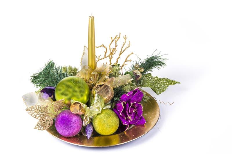 Bożenarodzeniowa dekoracja na talerzu z świeczką na bielu zdjęcia royalty free