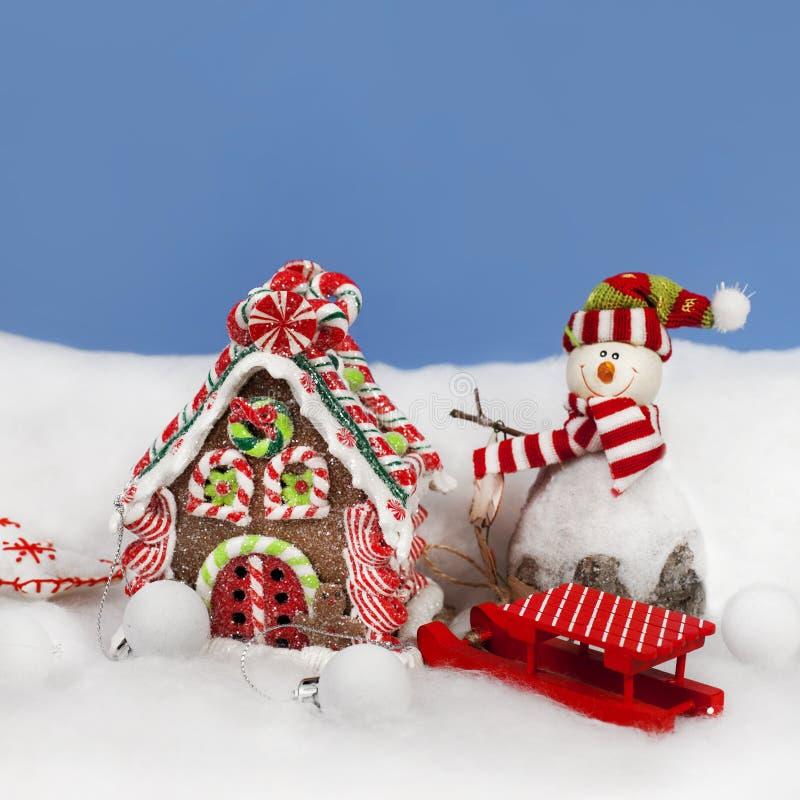 Bożenarodzeniowa dekoracja w śniegu zdjęcie royalty free