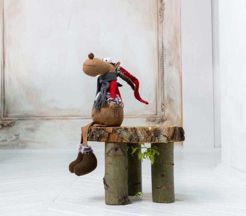 Bożenarodzeniowa dekoracja z łoś zabawką fotografia royalty free