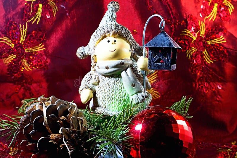 Bożenarodzeniowa dekoracja z lampą, choinką, sosny czerwoną piłką, szyszkową i dekoracyjną obrazy royalty free