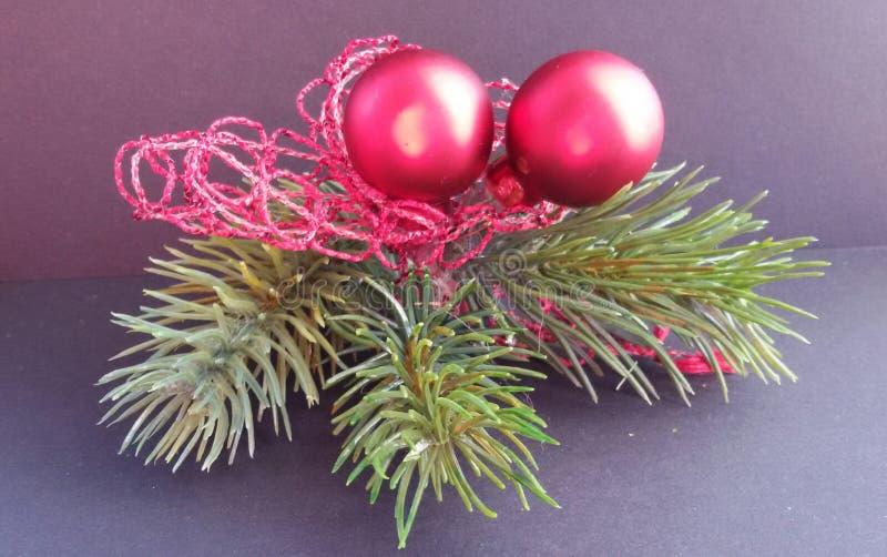 Bożenarodzeniowa dekoracja z różnymi ornamentami Piękny świąteczny wystrój obraz royalty free