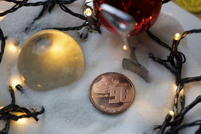 Bożenarodzeniowa dogecoin moneta fotografia royalty free