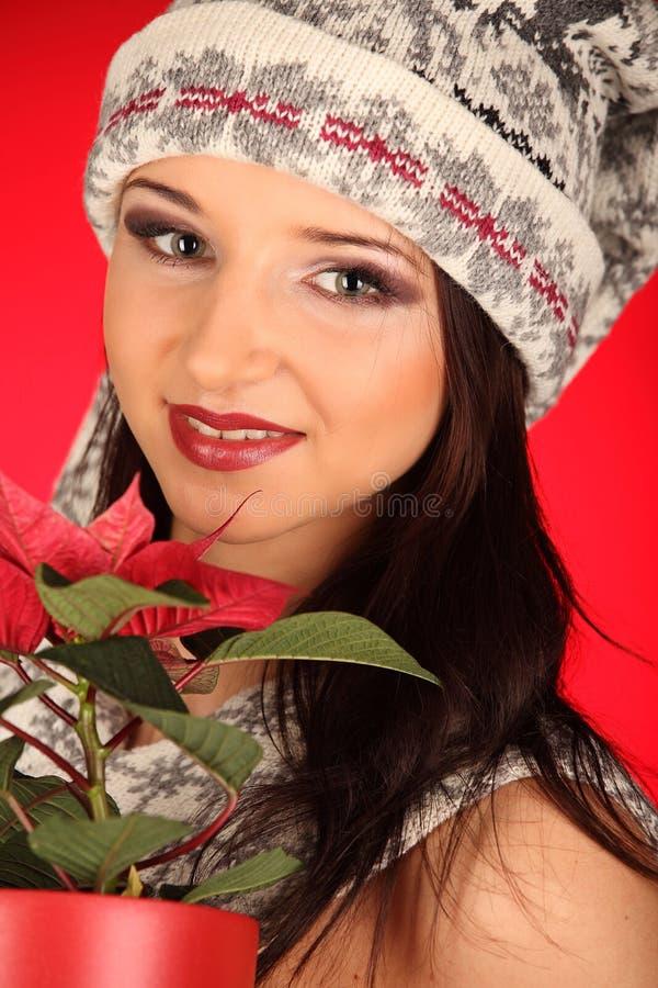 Bożenarodzeniowa dziewczyna z czerwonym kwiatem w jej ręce zdjęcia stock
