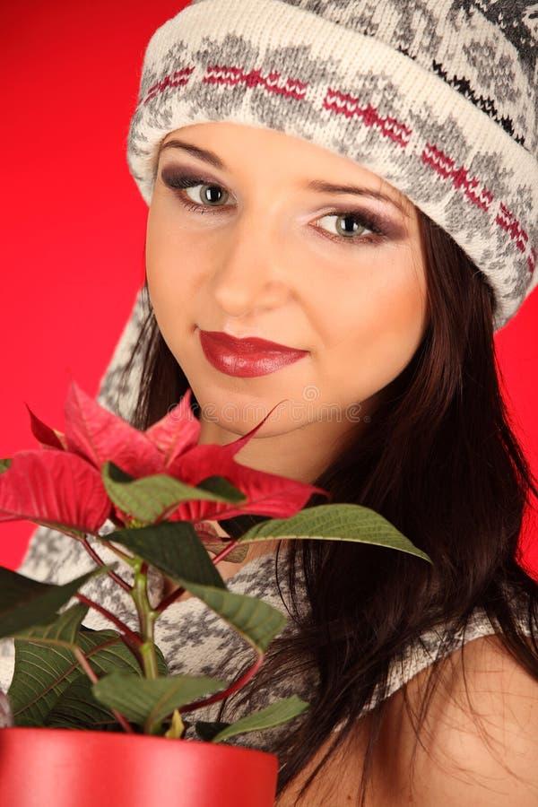Bożenarodzeniowa dziewczyna z czerwonym kwiatem w jej ręce obrazy stock