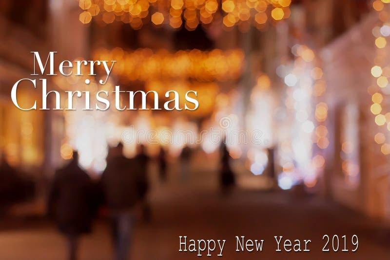 Bożenarodzeniowa i szczęśliwa nowy rok karta na Bokeh świetle w ulicie obraz stock