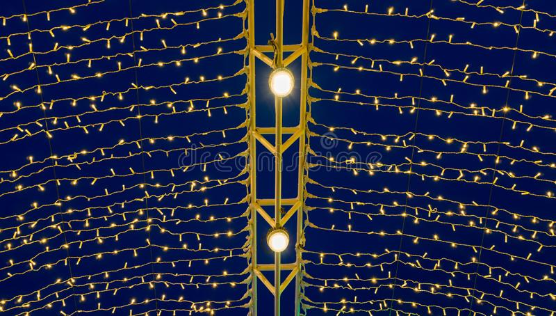 Bożenarodzeniowa iluminacja przy nocą zdjęcia royalty free