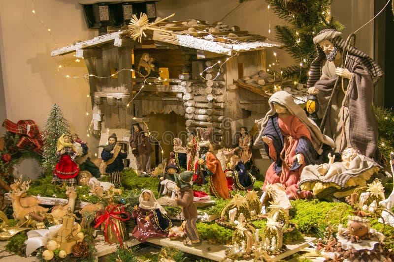 Bożenarodzeniowa narodzenie jezusa scena przy tradycyjnym christkindlmarkt Salsburg w Austria fotografia royalty free