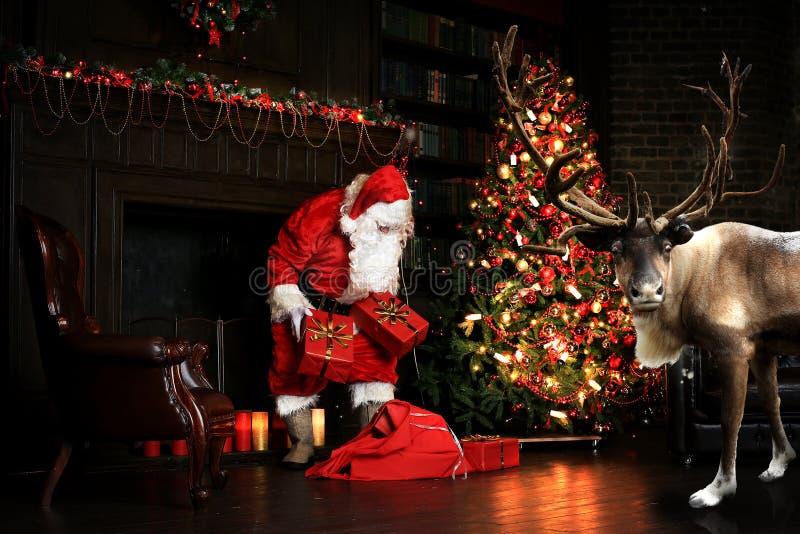 Bożenarodzeniowa noc, Święty Mikołaj zdjęcia stock