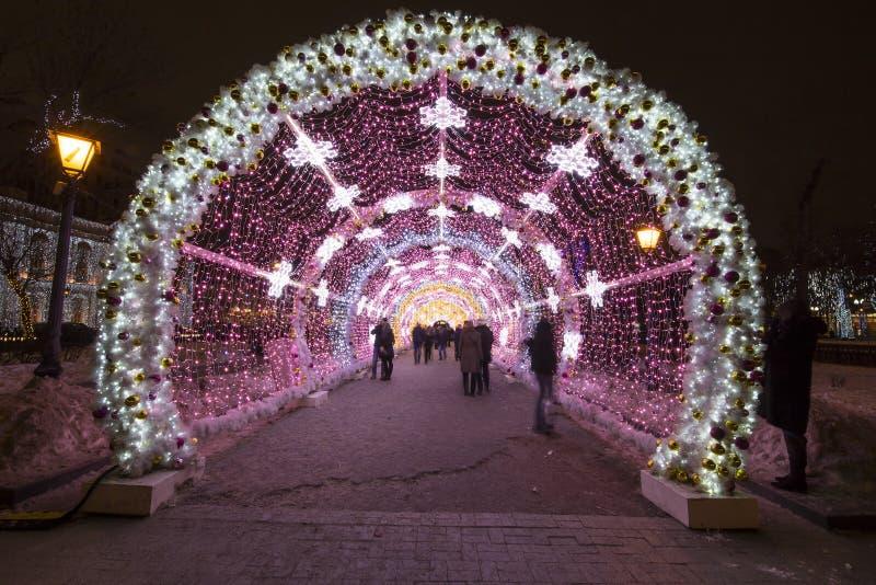 Bożenarodzeniowa noc Moskwa-- Lekki tunel na Tverskoy bulwarze, Rosja obrazy stock