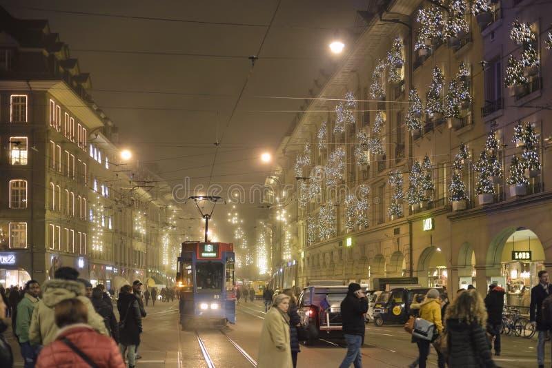 Bożenarodzeniowa noc w Bern Schweiz obrazy royalty free