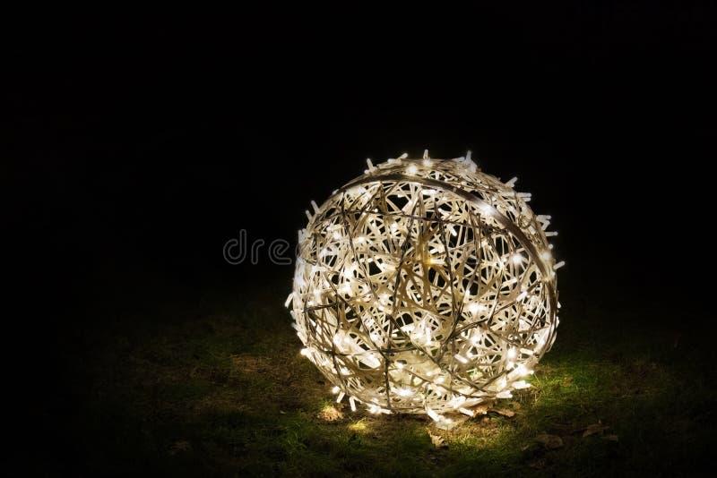 Bożenarodzeniowa round dekoracja na trawie fotografia royalty free