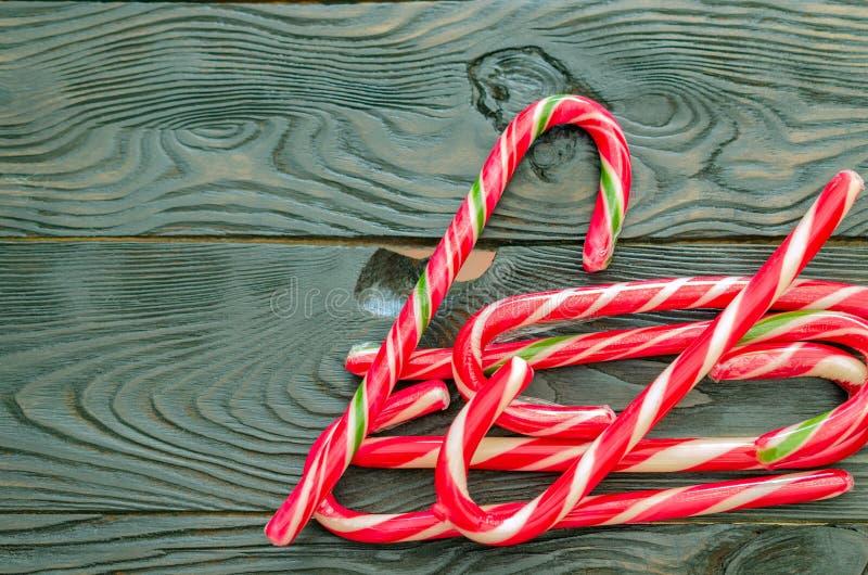 Bożenarodzeniowa słodkość Świątecznego karmelu Bożenarodzeniowi personel kłamają rozsypisko fotografia stock