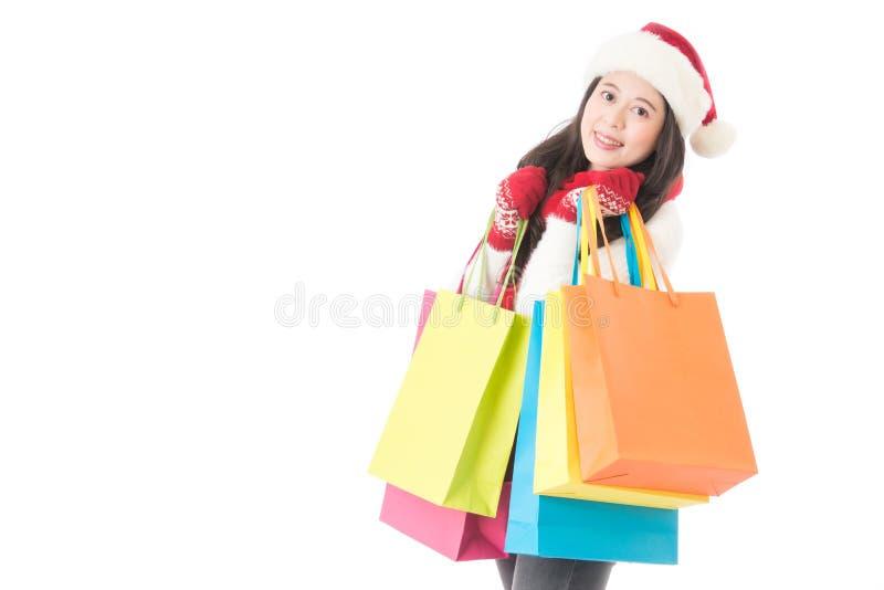 Bożenarodzeniowa zakupy kobieta z prezent torbą radosną zdjęcia royalty free