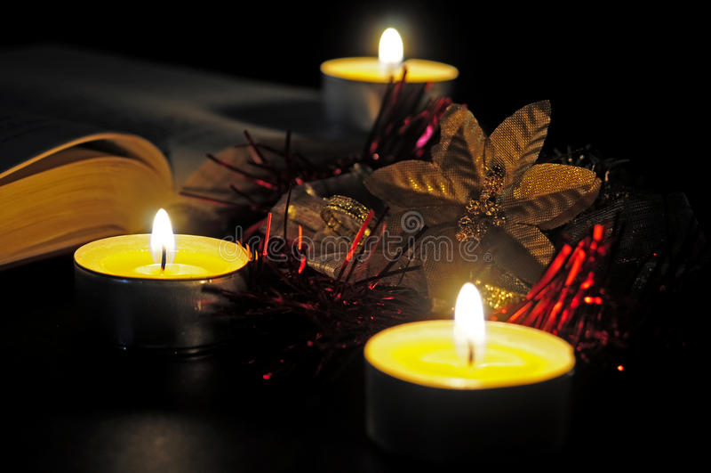 Bożenarodzeniowe świeczki wciąż życie obraz stock