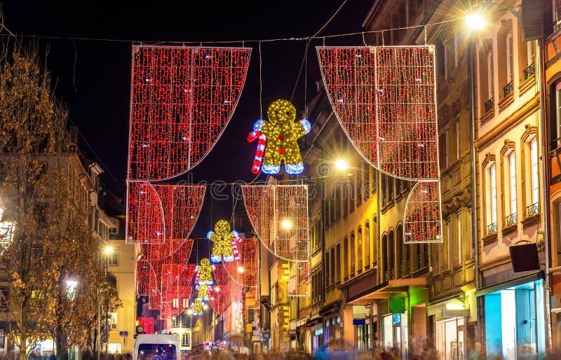 Bożenarodzeniowe dekoracje na ulicach Strasburg Francja obraz stock