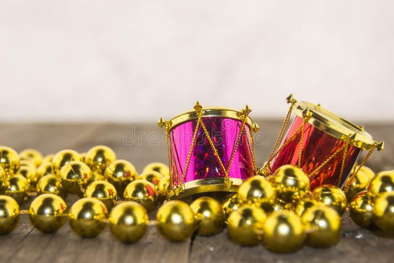 Bożenarodzeniowe dekoracje, złoty i kolorowy zdjęcia royalty free