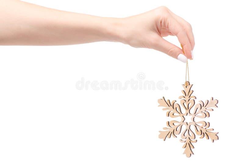 Bożenarodzeniowej dekoraci drewniany płatek śniegu na choince w ręce zdjęcia royalty free