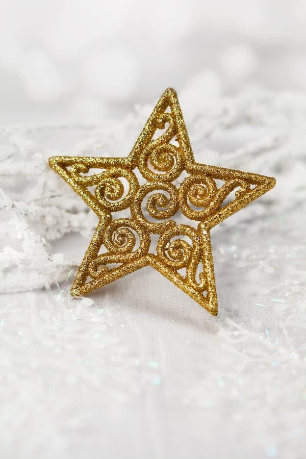 Bożenarodzeniowej dekoraci złota gwiazda fotografia stock