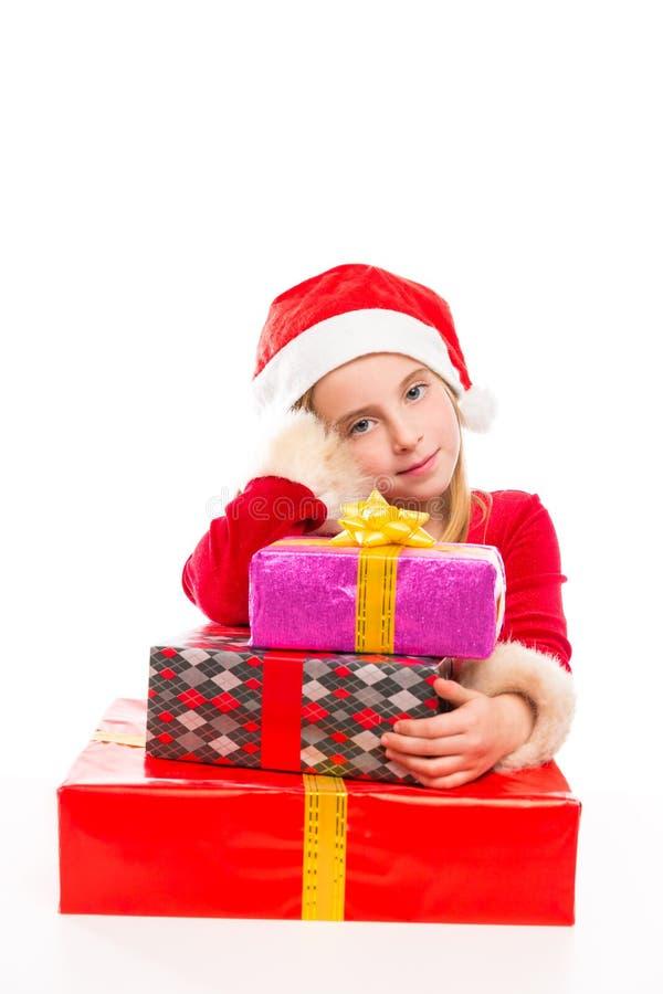 Bożenarodzeniowej Santa dzieciaka dziewczyny szczęśliwy z podnieceniem z tasiemkowymi prezentami obrazy stock
