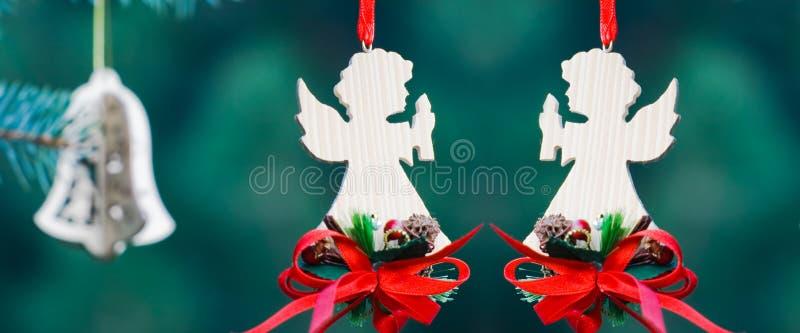 Bożenarodzeniowi aniołowie bożenarodzeniowa dekoracja obraz royalty free