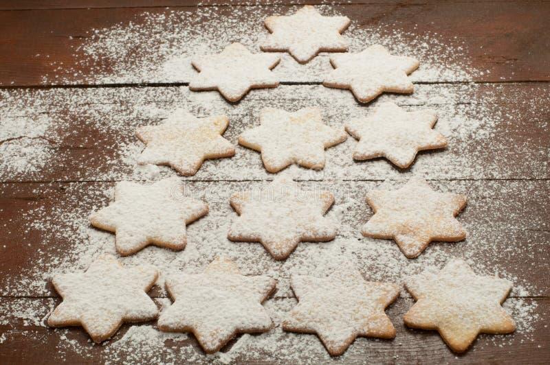 Bożenarodzeniowi ciastka w formie gwiazdy z mąką i masłem obrazy stock