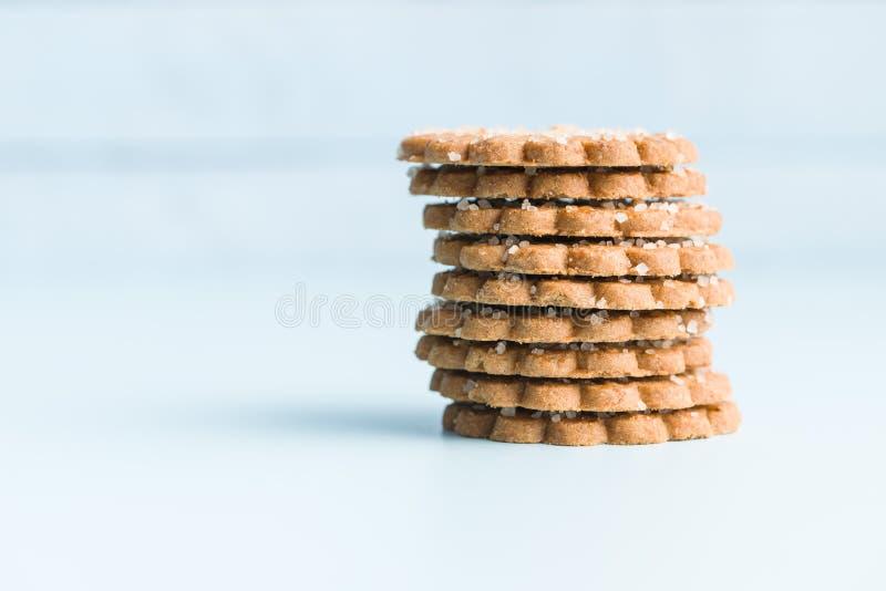 Bożenarodzeniowi ciastka z cukrowymi kryształami zdjęcia royalty free