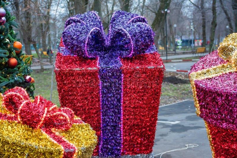Bożenarodzeniowi dekoracja prezenta pudełka robić świecidełko zdjęcia royalty free