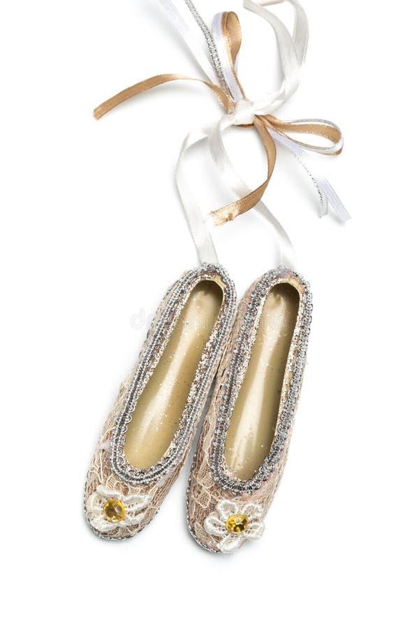 Bożenarodzeniowi dekoracji pointe buty na białym odosobnionym tle zdjęcia stock