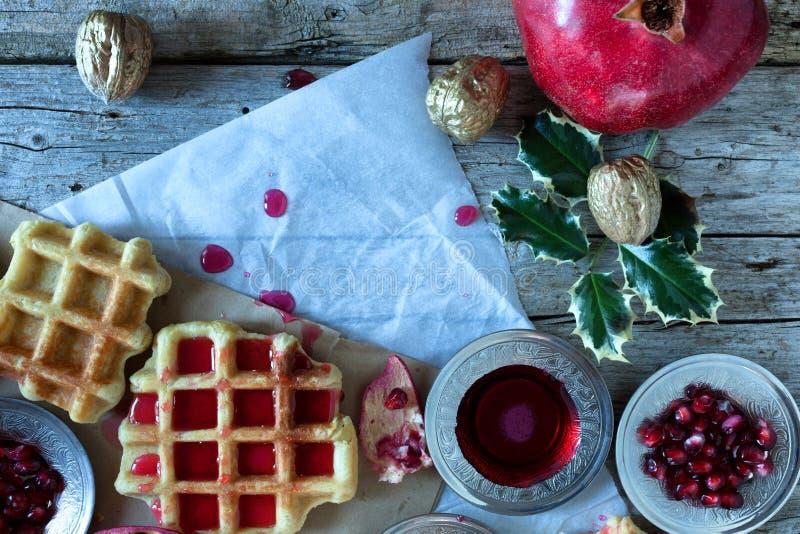 Bożenarodzeniowy śniadanie Z gofrem fotografia royalty free