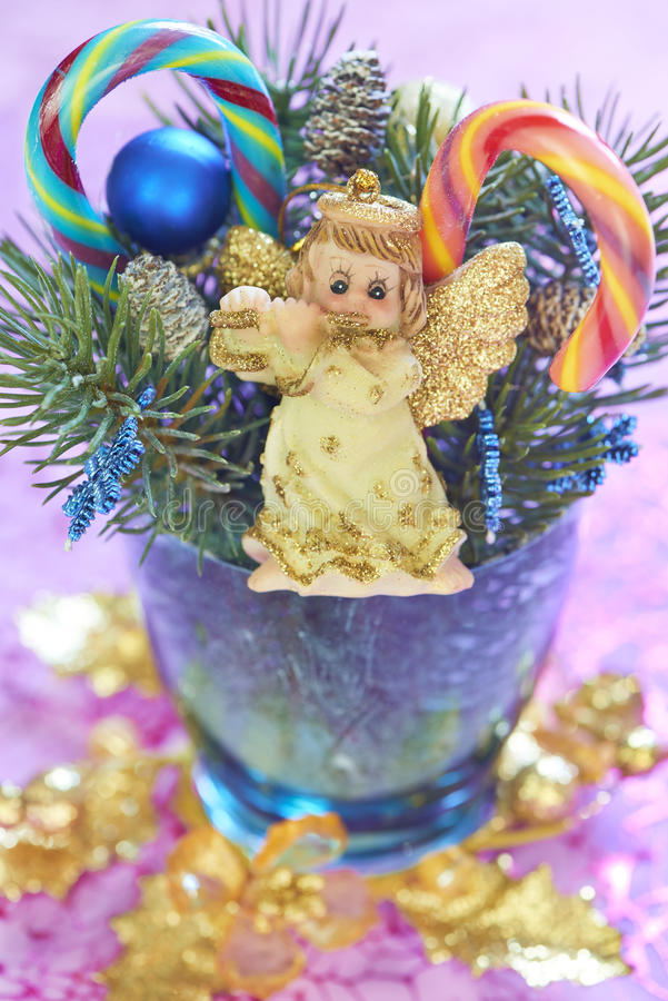 Bożenarodzeniowy bukiet z aniołem i cukierek trzcinami obraz royalty free