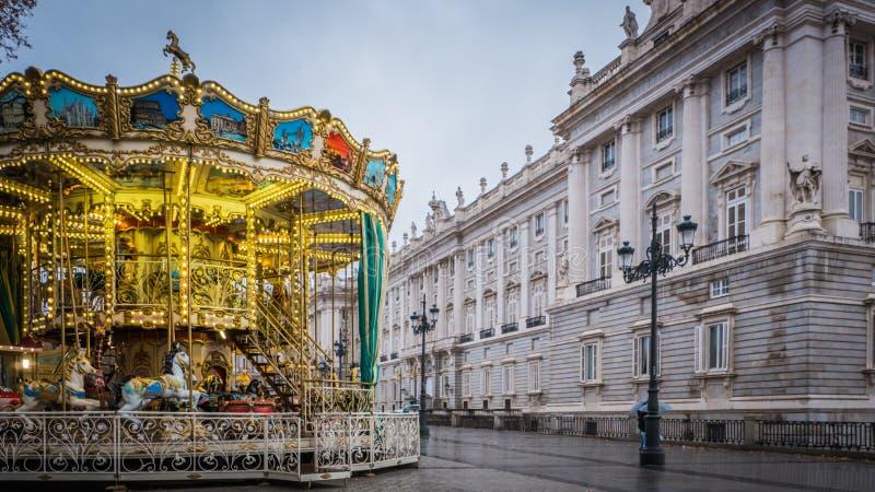 Bożenarodzeniowy carousel przy Royal Palace w Madryt, Hiszpania zdjęcia stock