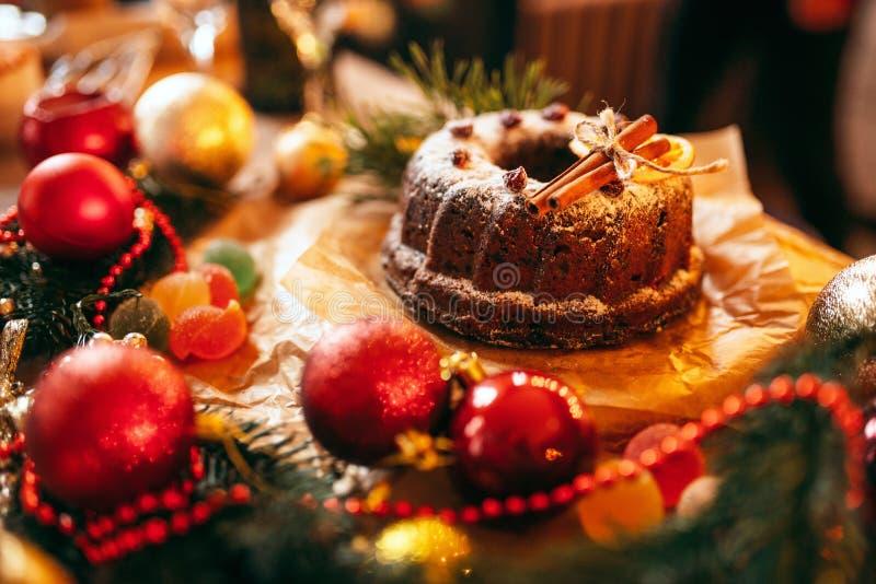 Bożenarodzeniowy ciastko z wakacyjnym dekoraci zbliżeniem fotografia stock