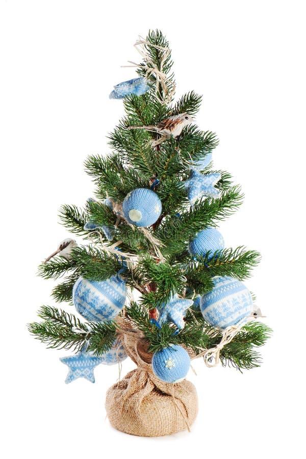 Bożenarodzeniowy jedlinowy drzewo dekorujący z zabawkami zdjęcia stock