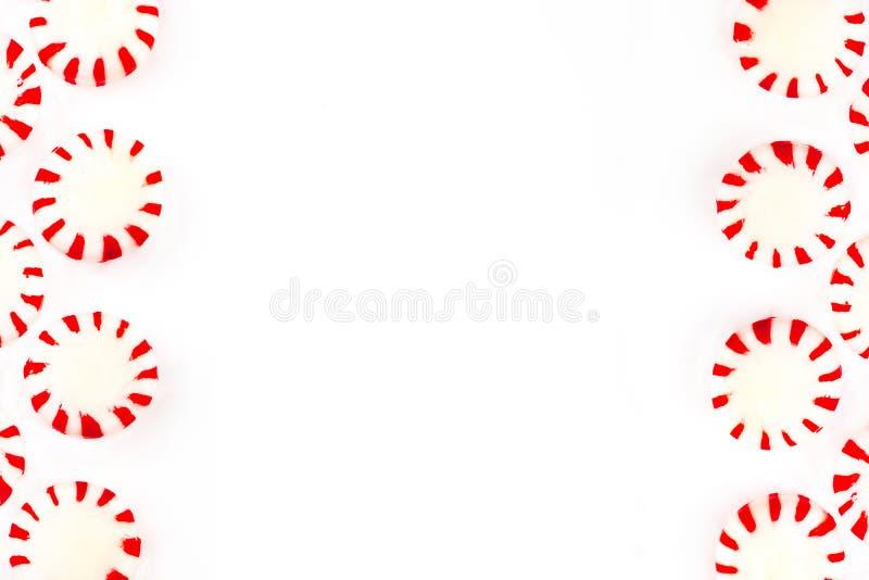 Bożenarodzeniowy miętowy cukierek na białym tle Odgórny widok z obraz stock