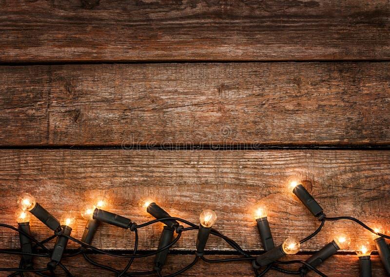Bożenarodzeniowy nieociosany tło - rocznika drewno z światłami fotografia royalty free