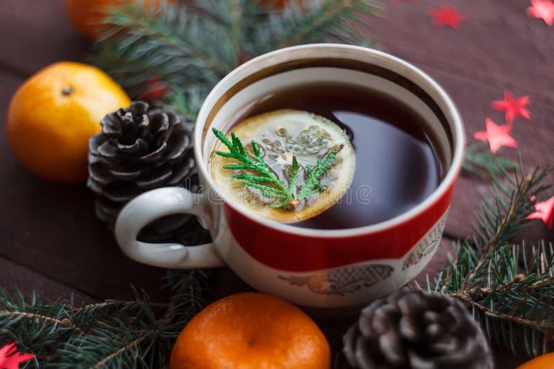 Bożenarodzeniowy nowego roku tło z tangerines, herbata z cytryną Zima wciąż Selekcyjna ostrość obrazy royalty free