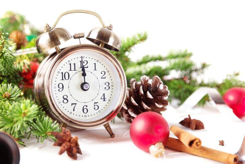 Bożenarodzeniowy odliczanie nowy rok Zegar, piłki i jedlinowy spr obraz royalty free