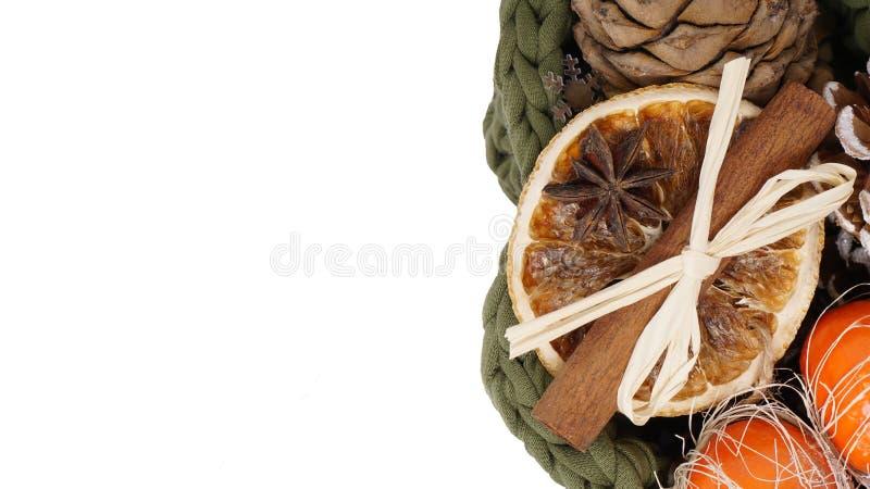 Bożenarodzeniowy skład z mandarines, cynamon, garbki, anyżu st fotografia royalty free
