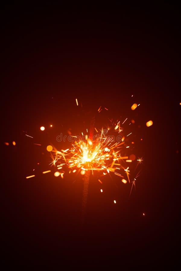 Bożenarodzeniowy sparkler z czerwonym światłem obrazy royalty free